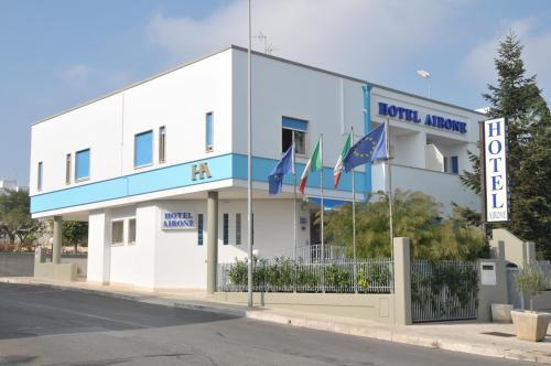 . Hotel Airone