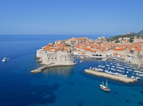 Iva Dulčića 140, Babin Kuk, 20 000 Dubrovnik, Croatia.