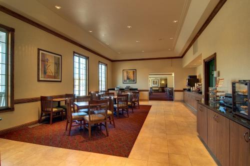 Country Inn & Suites By Radisson Chanhassen Mn - Chanhassen, MN 55317