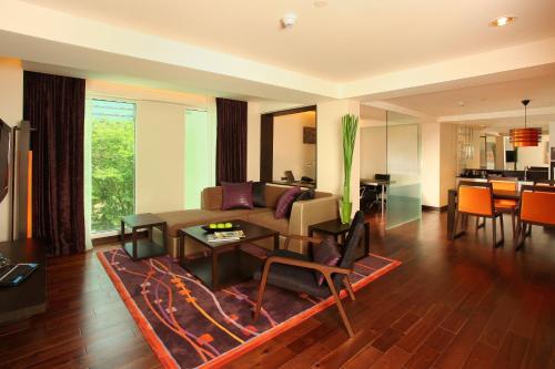 Radisson Suites Bangkok Sukhumvit photo 45