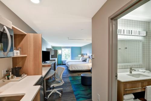 Home2 Suites By Hilton Tampa Usf Near Busch Gardens - Tampa, FL 33620