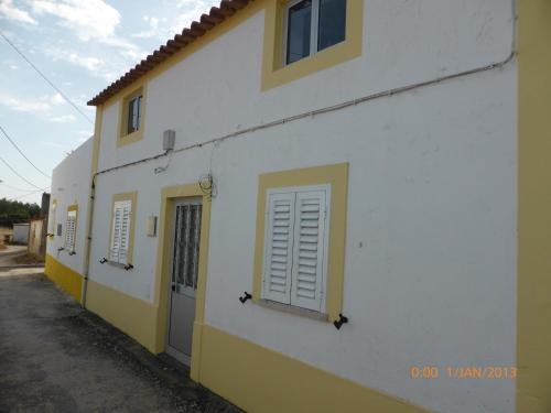 The Yellow Rustic Cottage, Nazaré