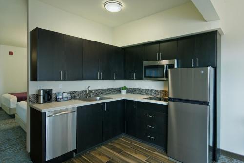 Oxford Suites Sonoma - Rohnert Park - Rohnert Park, CA 94928