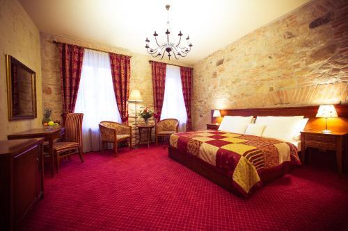 . Hotel Rous