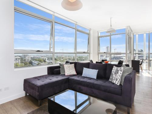As the Sun Sets - Modern and Spacious 2BR Zetland Apartment Facing the Setting Sun