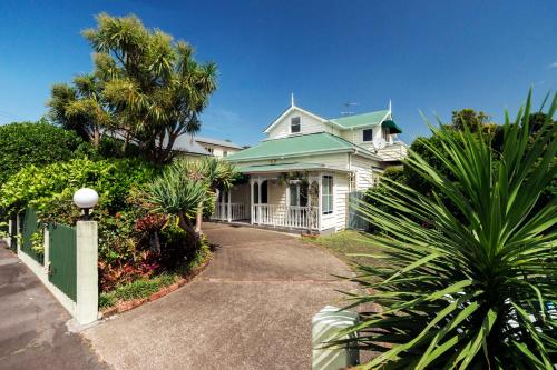 30 Ponsonby Terrace, Auckland, New Zealand.