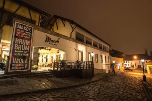 . Imola Udvarház Dessert Hotel