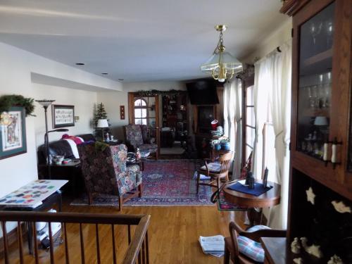 Stonewall House Lakeside Suite - Lake Elmo, MN 55042