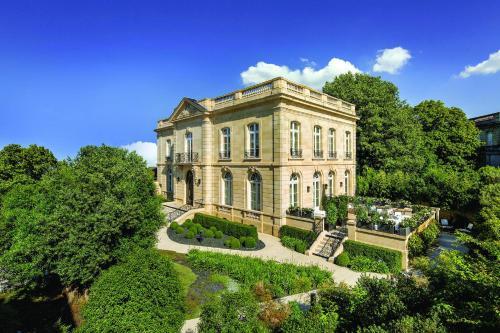 10 Rue Labottière, 33000 Bordeaux, France.