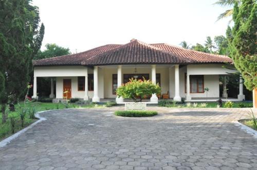 . Villa Bugis Kalibaru