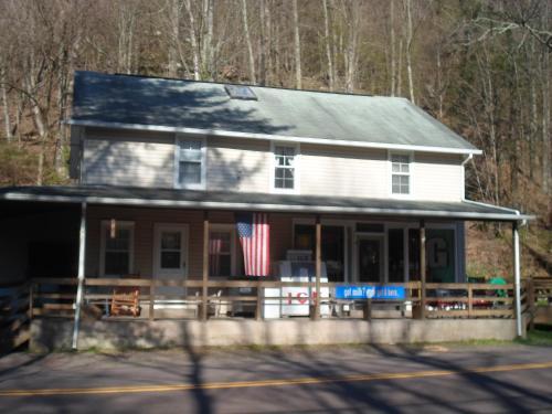 Fishing Creek Lodge Bed & Breakfast - Benton, PA 17814