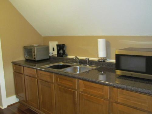 Waterside Executive Suites - Warren, PA 16365