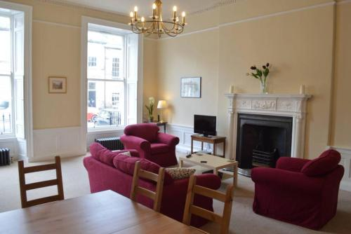 2 Bedroom Georgian Flat In New Town Accommodates 5