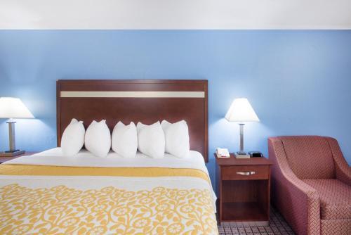 Days Inn By Wyndham New Haven - New Haven, CT 06513