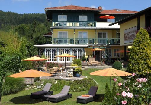 WUNDER s - Ferienpension & Apartment, Pension in Pörtschach am Wörthersee