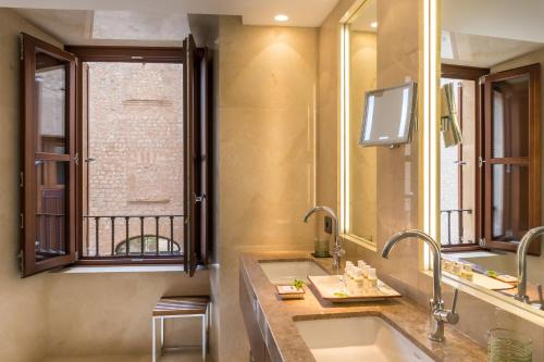 Habitación Doble Castell Son Claret - The Leading Hotels of the World 11