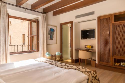Habitación Doble Castell Son Claret - The Leading Hotels of the World 7