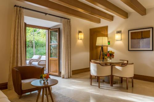 Suite Junior Jardín Castell Son Claret - The Leading Hotels of the World 15