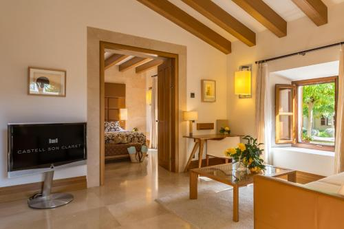 Suite Junior Castell Son Claret - The Leading Hotels of the World 12