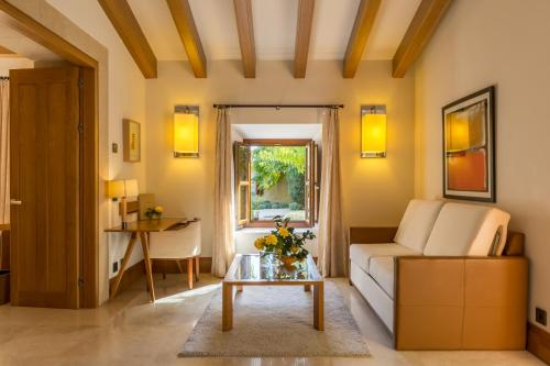Suite Junior Castell Son Claret - The Leading Hotels of the World 3