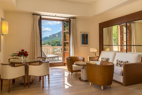 Suite Deluxe Castell Son Claret - The Leading Hotels of the World 4