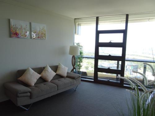 Sydney Olympic Park Apartment - image 4