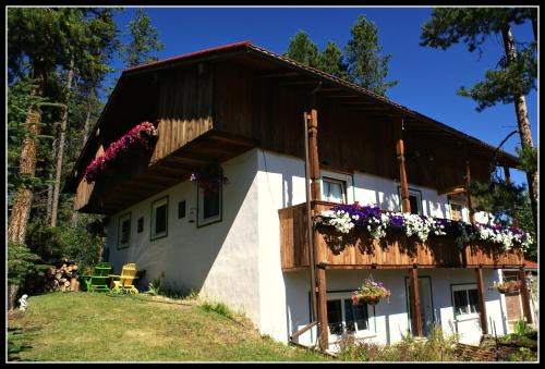. Alpenglow Bed and Breakfast