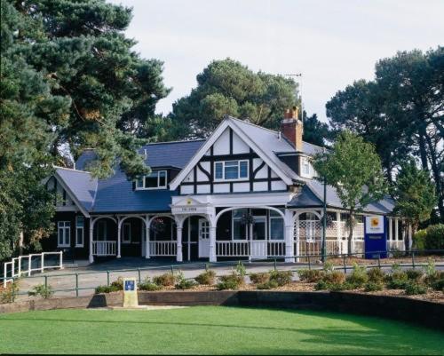 The Lodge At Meyrick Park Guest House (B&B)