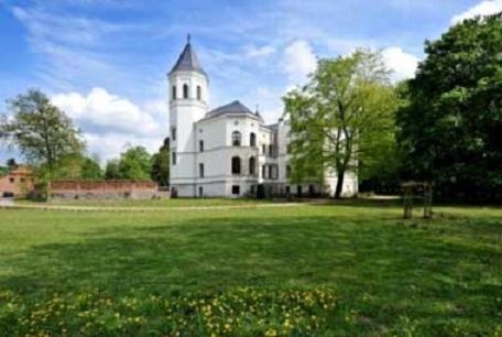 . Schlosshotel Bredenfelde