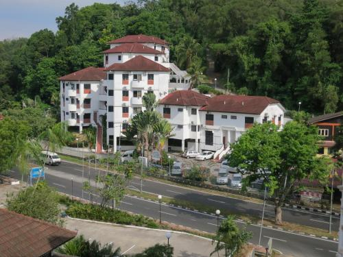 . Titi Panjang Apartment Lumut Sitiawan Manjung