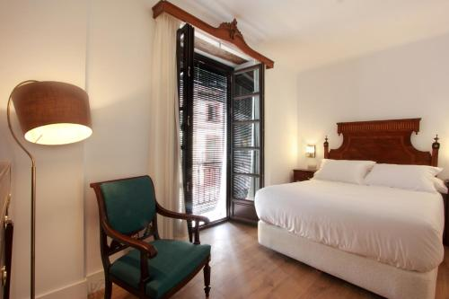 Deluxe Double or Twin Room Hotel Patria Chica 5