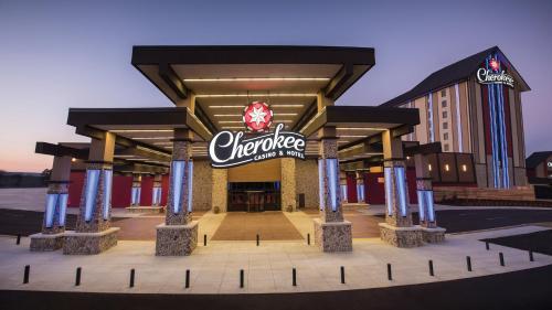 . Cherokee Casino Hotel Roland