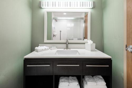 Home2 Suites By Hilton Ft. Lauderdale Airport-Cruise Port - Dania Beach, FL 33004