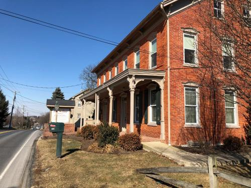 Red Rose Bed & Breakfast - Lancaster, PA 17602
