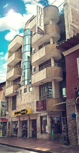 . Hotel Reina Isabella
