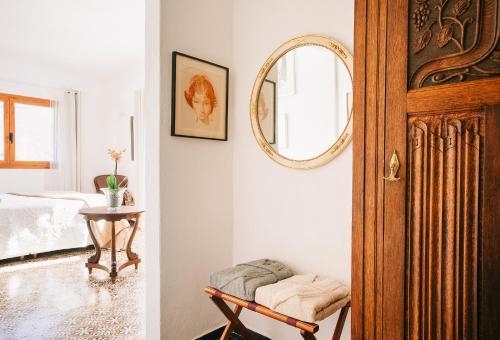 Habitación Deluxe - 1 cama grande Vila caelus masía boutique 3