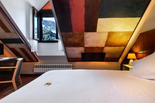 Double Room with Bathtub Hotel La Casueña 40