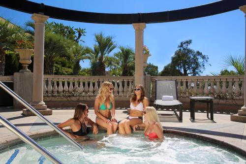 Hilton La Jolla Torrey Pines - La Jolla, CA CA 92037