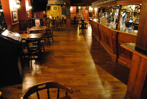 The Longboat Inn picture 1 of 30