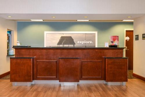 Hampton Inn & Suites Plymouth in Plymouth