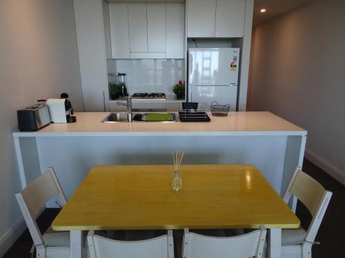 Sydney Olympic Park Apartment - image 7