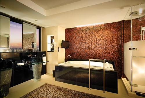 Banyan Tree Bangkok photo 40