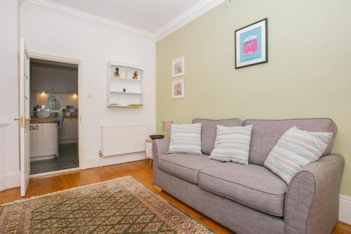 1 Bedroom Apartment Near Park In South West London