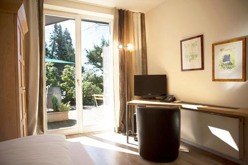 A Hotel Com Landhaus Am See Hotel Garbsen Germany Price