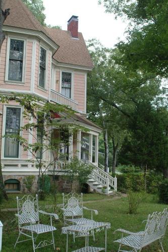 1884 Wildwood Bed And Breakfast Inn - Hot Springs, AR 71901