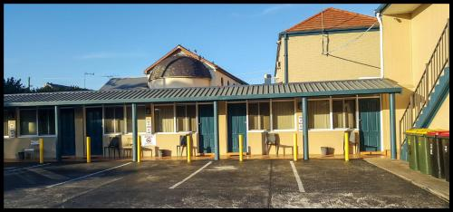 . Windsor Motel