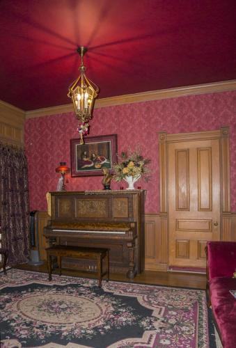 Alexander Mansion Bed & Breakfast - adult only