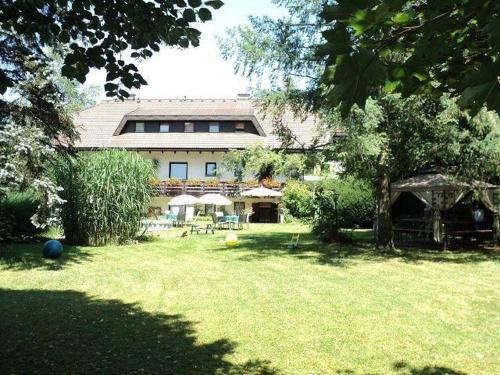 Appartements Kubisko WG 1, Pension in Keutschach am See