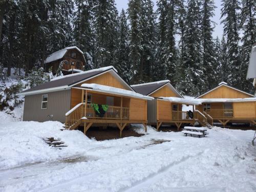 Last Spike Lodging - Accommodation - Malakwa