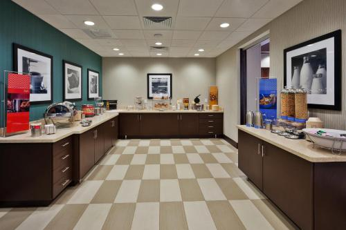 Hampton Inn & Suites Denver Airport /Gateway Park - Denver, CO 80239